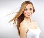 Söt flicka med långt hår — Stockfoto