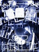 Innerlijke ruimte van binnenlandse wasmachine met keukengerei — Stockfoto