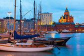 Avond landschap van de oude haven in helsinki, finland — Stockfoto