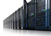 Rij van netwerkservers in datacenter — Stockfoto