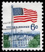 USA - CIRCA 1967 Flag and White House — Stock Photo