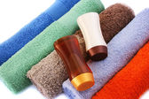 Towels and shampoo bottles — Stock Photo