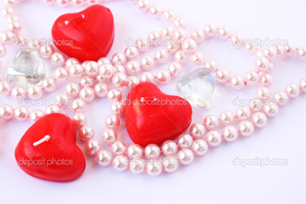 Heart shape red candles, stones and  necklace  on grey background. — Stock Photo #8080101