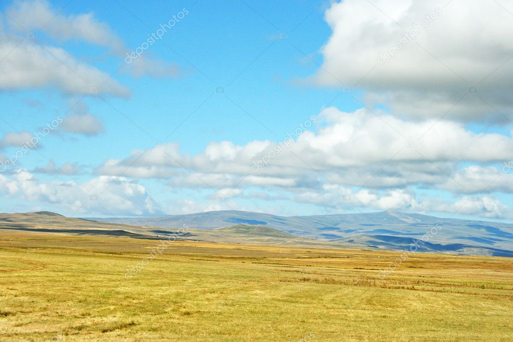 Landscape with  mountains and clouds in Armenia. — Stock Photo #8850523