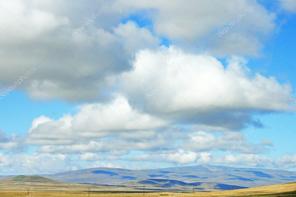Landscape with  mountains and clouds in Armenia. — Stock Photo #8850555