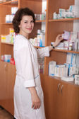 Farmacista in farmacia — Foto Stock