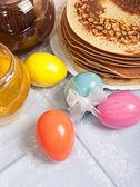 Paskalya yumurtaları ve krep — Stok fotoğraf