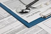 Estetoscópio e formulário médico — Foto Stock
