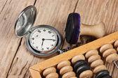 Carimbo, ábaco e relógio de bolso — Fotografia Stock