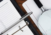 Pen, magnifying glass and diary — 图库照片