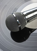 Microphone on a old vinyl record — Stock Photo