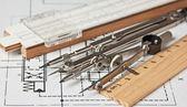 Strumenti di ingegneria su disegno tecnico — Foto Stock