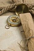 Oud papier met kompas en touw — Stockfoto