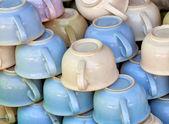 Ouderwetse keramische potten van de kamer op de markt — Stockfoto