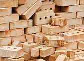粘土砖恢复的纪念碑 — 图库照片
