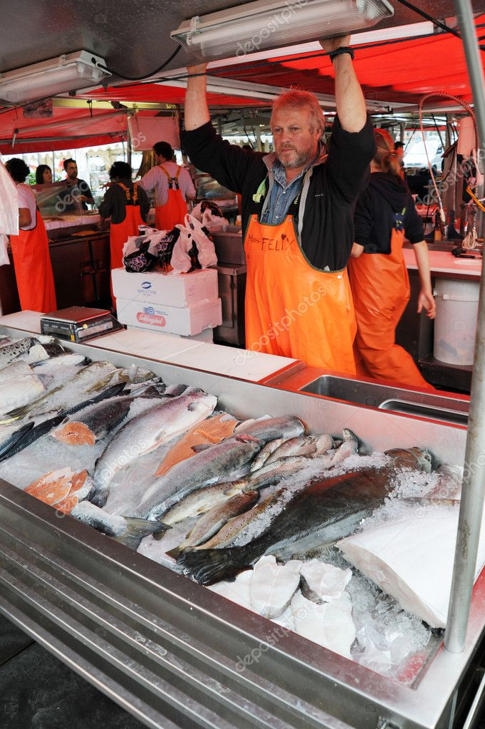 Bergen, Norway - August 17, 2010:  seller at a fish market in Bergen. Norway — Stock Photo #8555044
