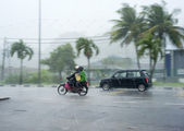 Kedah, Malaysia - March 28, 2011: Traffic in the heavy rainfall in Malaysia — Stock Photo
