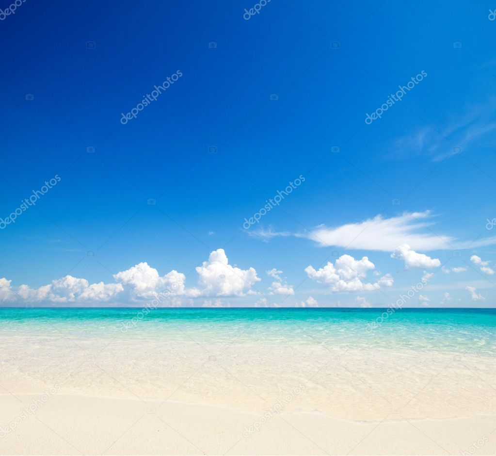 Beautiful beach and tropical sea — Stock Photo #10681701