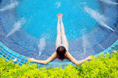 Woman sitting in pool — Stock Photo