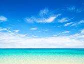 Pláž a tropické moře — Stock fotografie