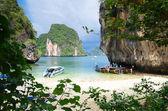 热带岛屿上船 — 图库照片