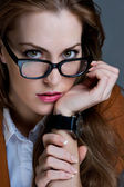 Vacker affärskvinna med glasögon. närbild porträtt — Stockfoto
