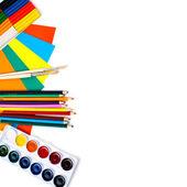 Skolan brevpapper isolerade över vita med copyspace — Stockfoto