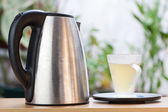 Tea cup and a kettle — Stock Photo