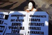Manifestante en máscara blanca — Foto de Stock