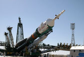 Soyuz Rocket Erection on the Launch Tower — Stock Photo