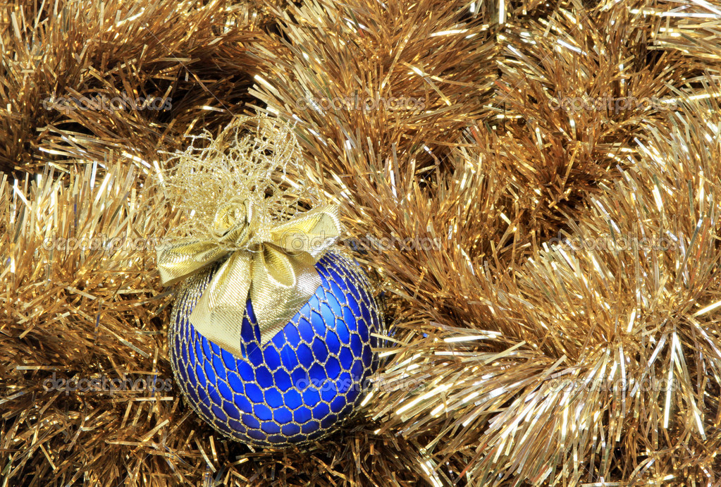 Blue christmas ball on a golden tinsel — Zdjęcie stockowe #9265358