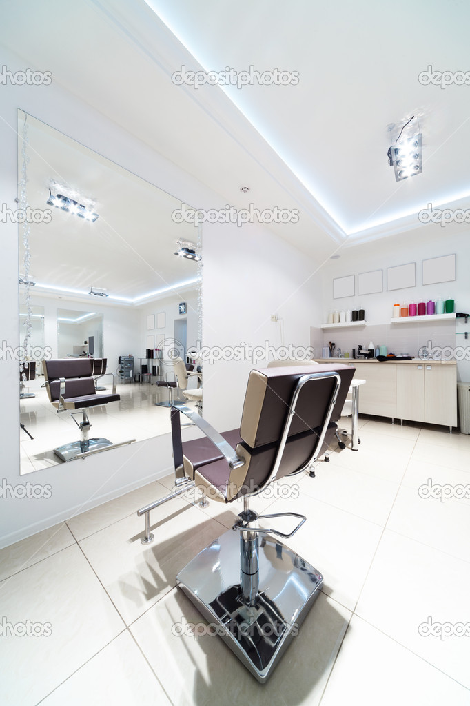 Chairs and mirrors in modern hairdressing — Stock Photo #10708943
