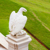 Statue of marble eagle in Bahai garden in Haifa — Stock Photo