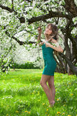 Girl in the blossoming garden — Stock Photo
