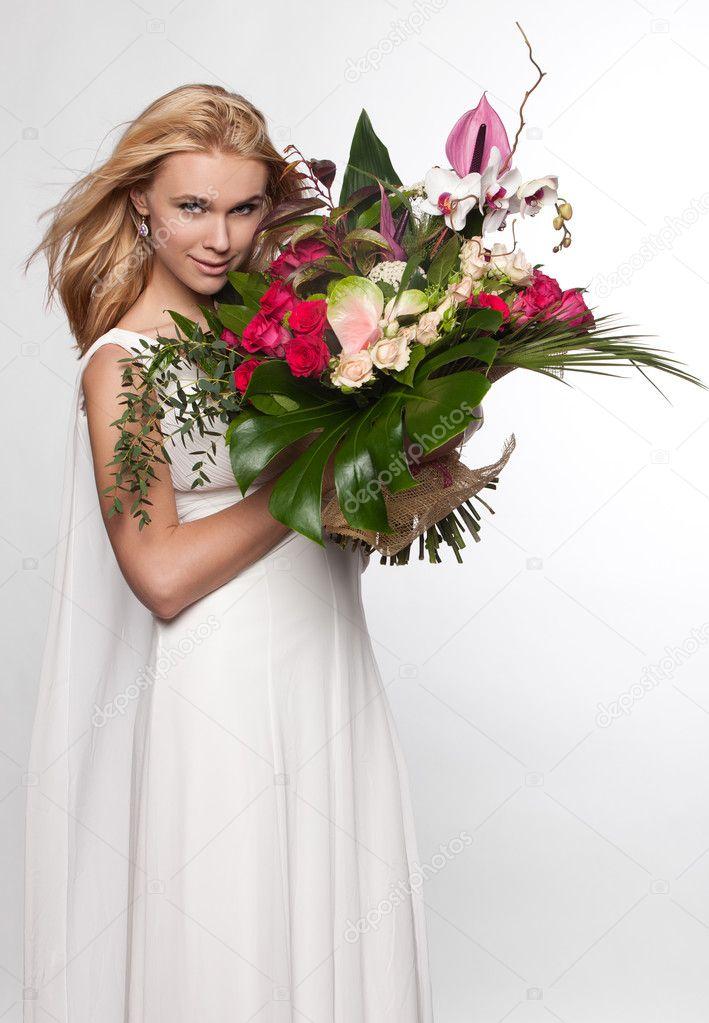 带花的女人