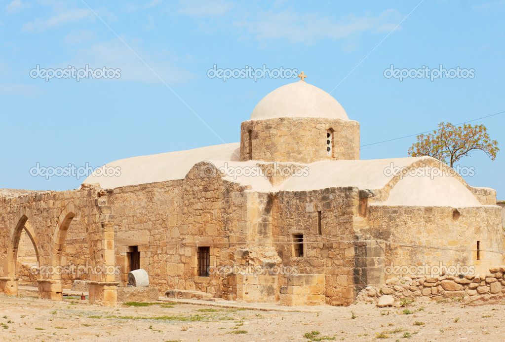 The Church of the 12th century Panagia Chrysopolitissa — Stock Photo #10111947