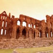 Whitby Abbey castle, ruined Benedictine abbey sited on Whitby's — Stock Photo #10379177