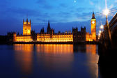 Big Ben and Houses of Parliament at night — Стоковое фото