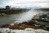 冬季美国瀑布,尼亚加拉,彩虹桥和加拿大海岸 — 图库照片