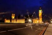 ビッグ ベンと夜、ロンドン、イギリスの議会の家 — ストック写真