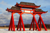 The big red Gate of Buddhist temple — Stockfoto