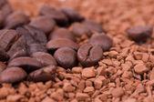Hazır kahve ve kahve taneleri — Stok fotoğraf