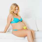 Pregnant Woman with Apple — Stock Photo