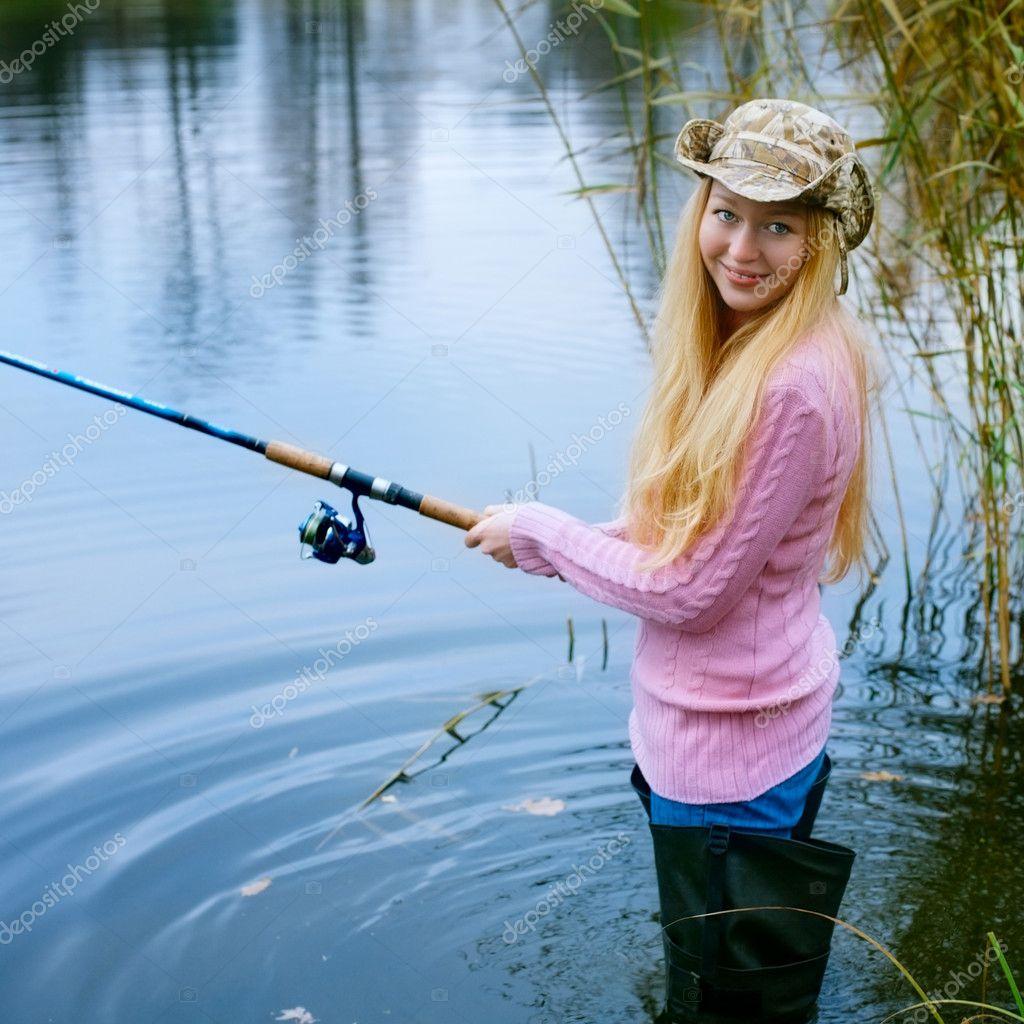 Фото блондинка на рыбалке 2 фотография