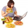 Stockfoto: Womeating junk food.