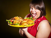 Woman holding hamburger. — 图库照片