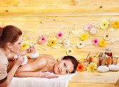 Femme recevant massage herbal ball. — Photo