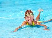 Child in swimming pool — Stock Photo