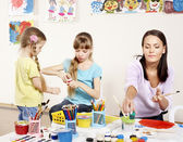 Bambini pittura in età prescolare. — Foto Stock