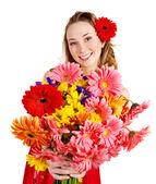 Glückliche junge Frau mit Blumen. — Stockfoto